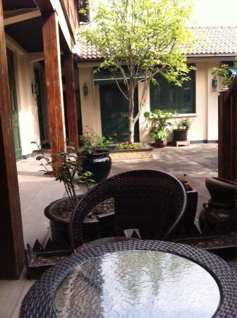 Jingshan Garden Hotel: The courtyard