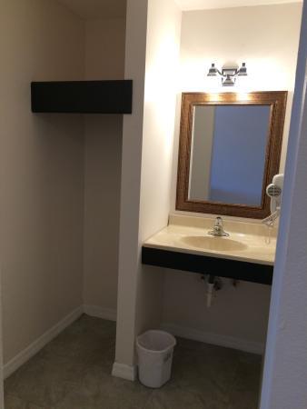 Lantern Inn & Suites: photo2.jpg