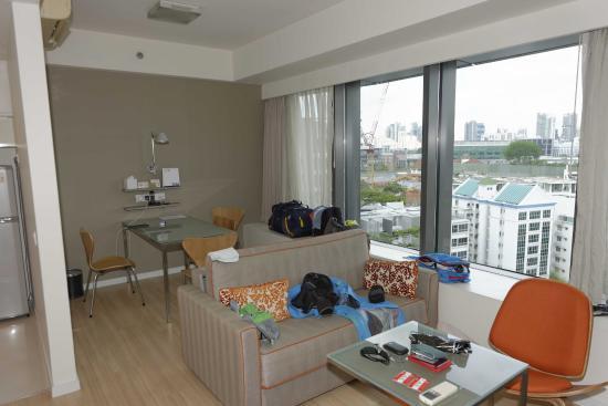 Citadines Mount Sophia Singapore : Room #1225 - Living room