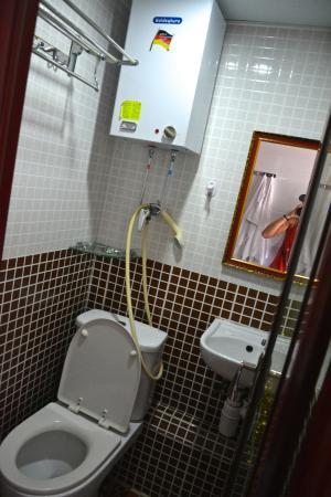 Ashoka Guest House: Ванная комната
