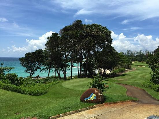 Ria Bintan Golf Club: Hole 10 tee - View from the half-way house.