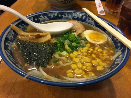 Ryowa Ramen Noodle House: みそラーメン