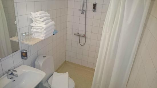 Hotel Oresund: Very basic bathroom