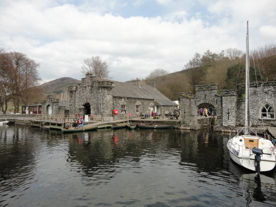 Newby Bridge, UK: The Boathouse Cafe, Fell Foor Park