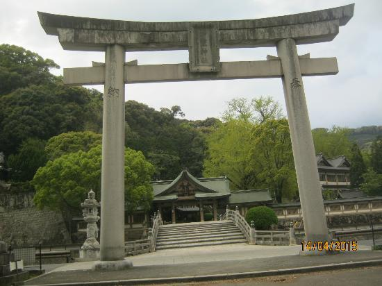 Warei Shrine : 日本一の大鳥居です。奥は本殿への入り口です。