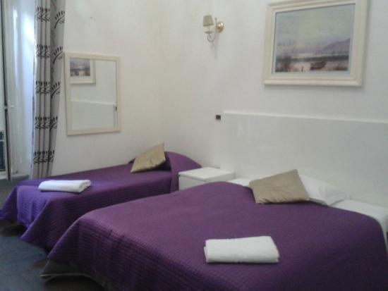 Girasole Guest House: camera letto singolo e letto matrimoniale