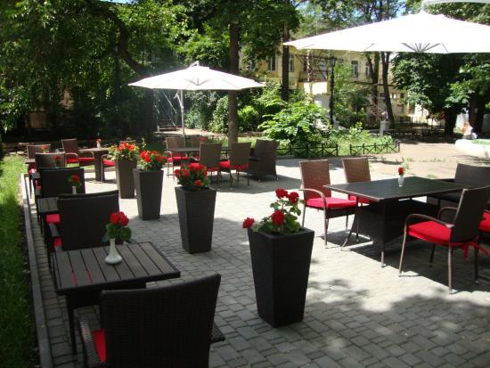 Reno Hotel: Summer terrace/Cafe
