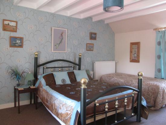 Négreville, France : bedroom 2