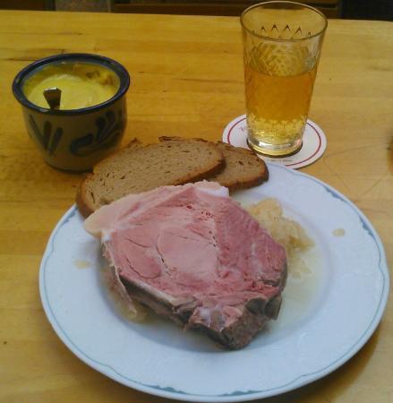 rippchen mit sauerkraut gekochte schweinerippe picture of zum gemalten haus frankfurt. Black Bedroom Furniture Sets. Home Design Ideas