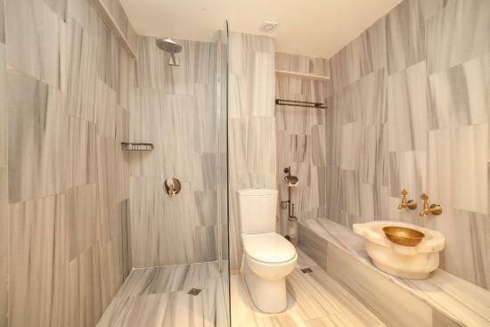 Cheers Hostel Turkish Style Bathroom