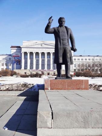 памятник С. М. Кирову