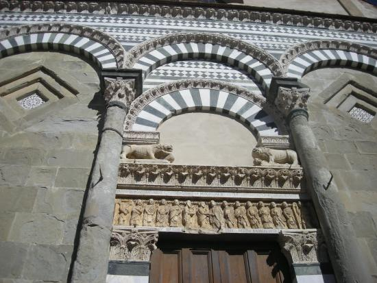 San Bartolomeo in Pantano : portone centrale