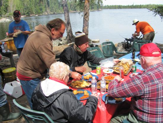 Wabatongushi Lake, Canada: Shore lunch