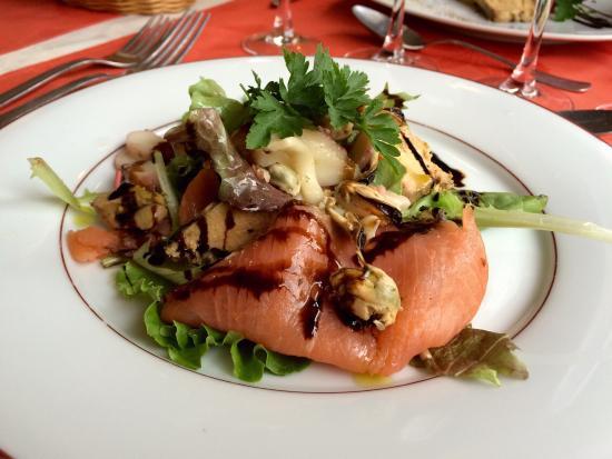 Entre Terre et Mer: La salade Terre et Mer saumon foie gras
