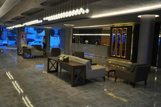 Mirage World Resort Hotel: Lobby
