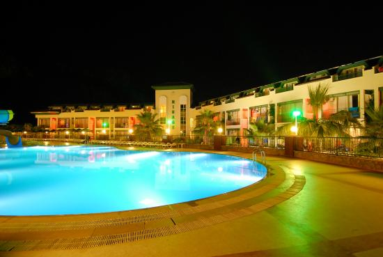 Mirage World Resort Hotel: Night view