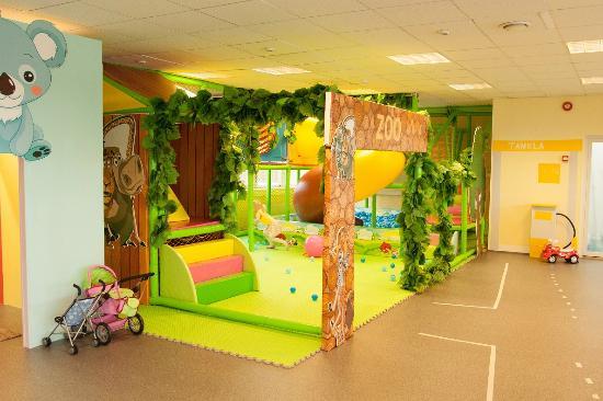 Indoor playroom ou miilu tripadvisor for Indoor game room ideas