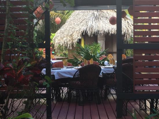 The Bonefish Grille at the Singing Sands Inn : Inviting restaurant! Ambiance deluxe!