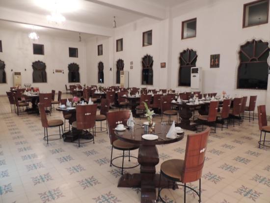 Sara Vilas Hotel: HALL