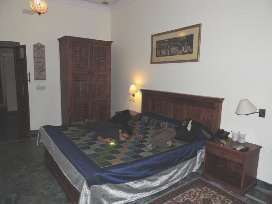 Sara Vilas Hotel: RESTAURANT