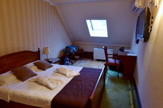 Skala Hotel: Ma chambre mansardée
