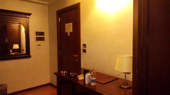 Hotel Teocrito: angolo scrittoio