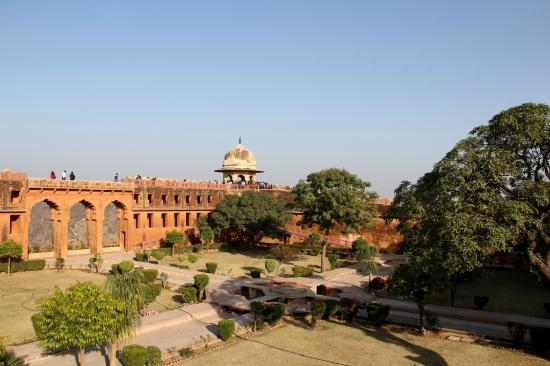 Jaigarh Fort: view of the fort grounds