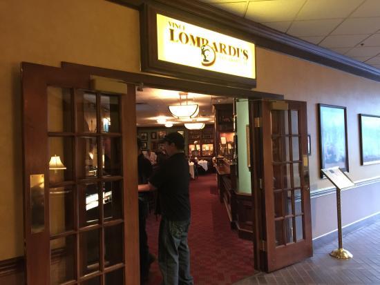 Lombardi's Steak House: Entry