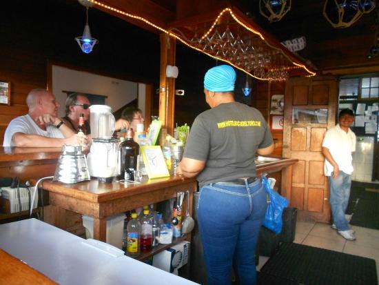 Hotel Bocas del Toro Restaurant & Bar : SERVICE