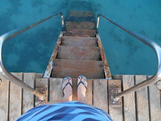 MinaMark Beach Resort : вход в воду с пирса