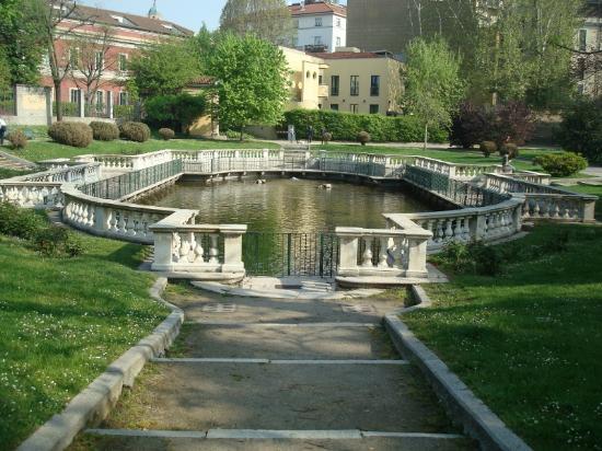 Ippocastano in fiore foto di giardini della guastalla for Via giardini milano