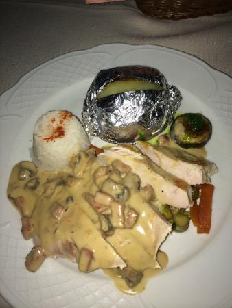 Restaurante Casa Rustica: pechuga de pollo a la pimienta con champiñoes