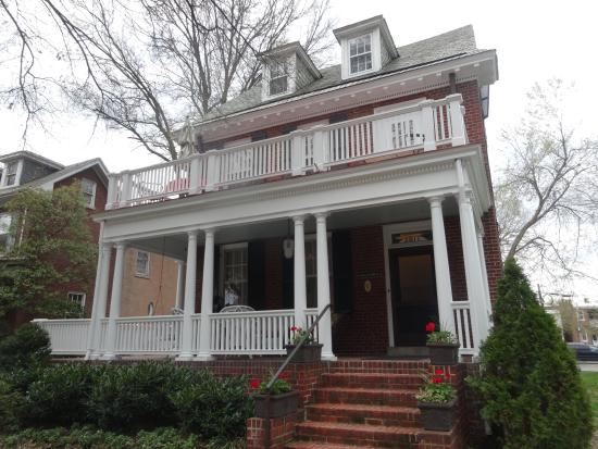 Museum District Bed & Breakfast: Museum BnB from street