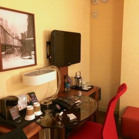 King size bedroom overlooking canal st picture of sheraton tribeca