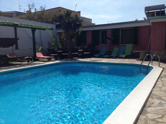 Villa Franca Pompei: Lovely pool but no shallow end