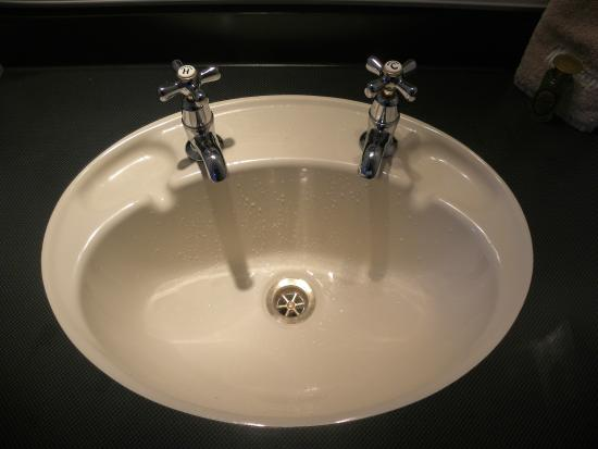 High Quality Alexis Queenstown Motor Lodge And Apartments: The U0027two Faucetu0027 Sink