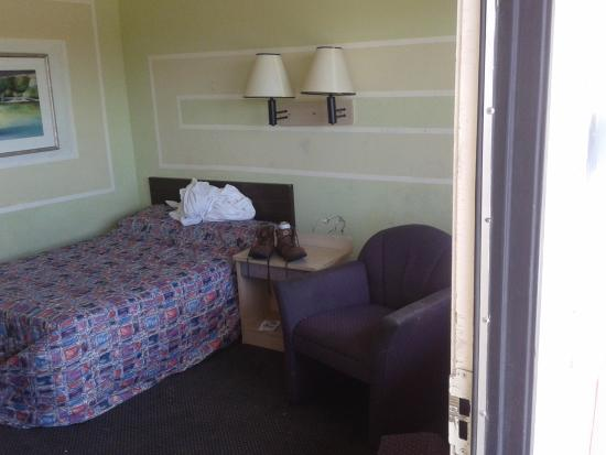 Motel 6 Clovis: room217