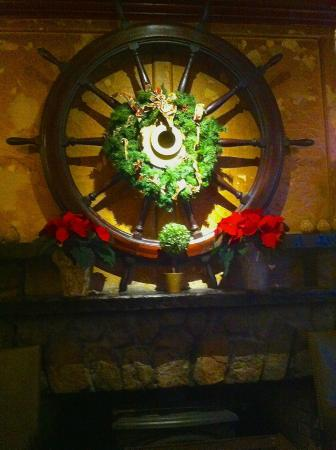 Captain Kidd Restaurant : Ship's wheel decorated for the holidays