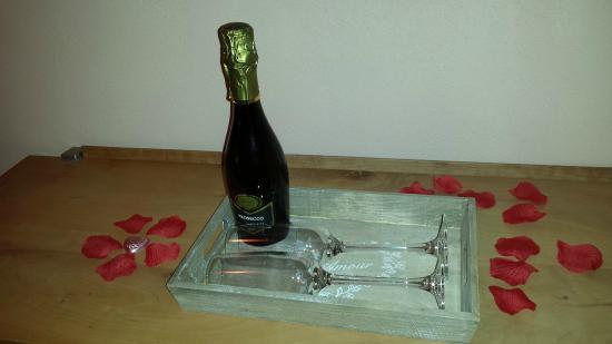 Maya Boutique Hotel & Spa : Une petite bouteille de Prosecco pour nous accueillir