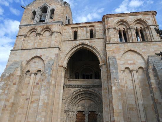 por dentro - Picture of Basilica de San Vicente, Avila ...
