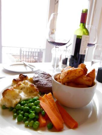The Seawood Hotel: Dinner overlooking the sea.