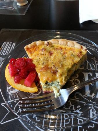Sweetea's Tea Shop: Broccoli cheddar quiche!