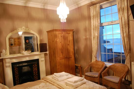 Caer Menai Guest House / Bed and Breakfast : our room