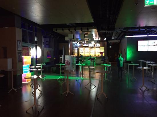 Aloft Bursa Hotel : Sat night lobby turns into a club