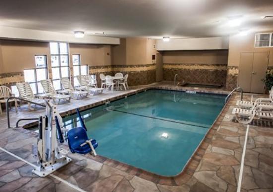 Sleep Inn & Suites I-70 & Wanamaker: Swimming Pool & Spa