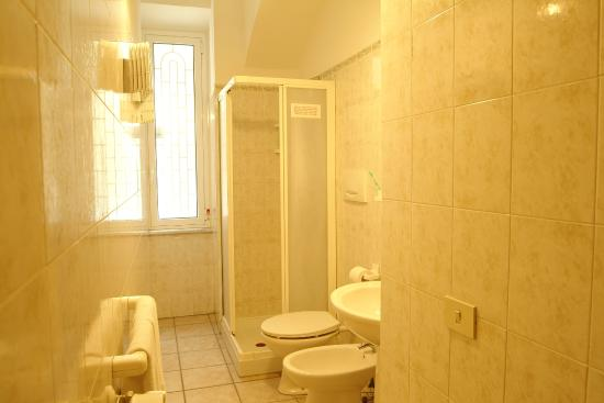 Bed & Breakfast My Life: Bagno interno Camera Matrimoniale oppure con 2 Letti