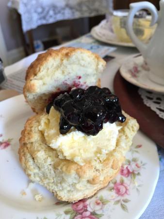Georgian Tea Room & Restaurant: Scone, Cream and Jam!