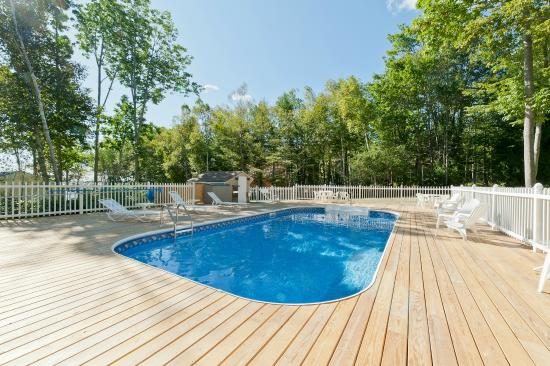 Glenmoor by the Sea: Heated Lower Pool
