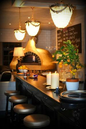 The Poets Rest: bar and pizza oven