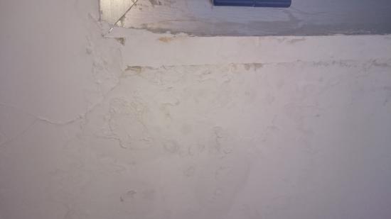 Hotel FC Villalba: humedad ventana
